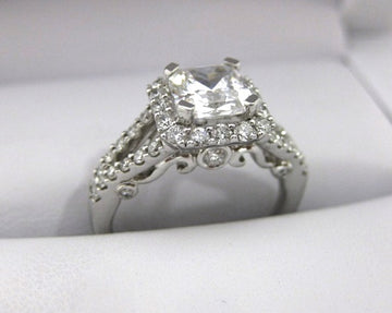 A2012 - 18 Karat White Gold Verragio Ring