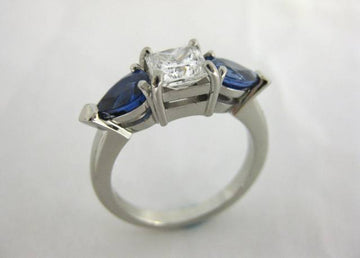 A2419 - White Gold Ring With Diamond and Sapphires