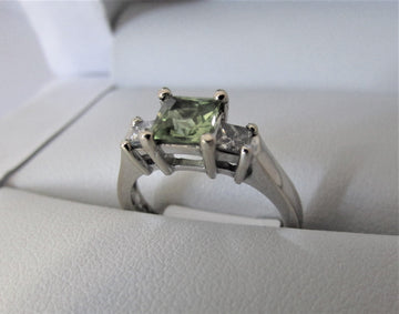 A2440 - 18 Karat White Gold Gemstone Ring