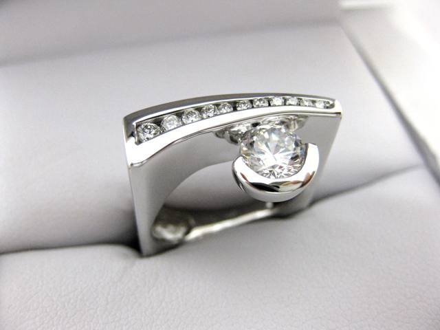 A2543 - 14 Karat White Gold Frank Reubel Ring