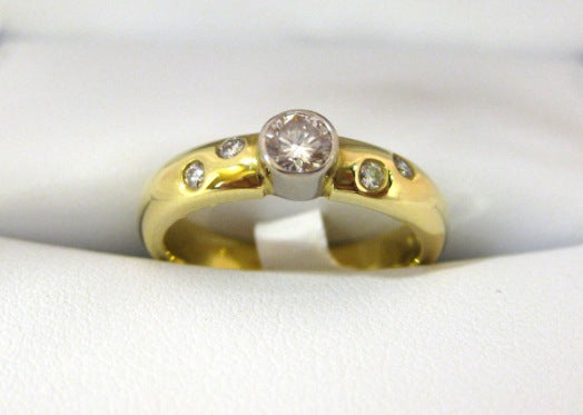 A986 - 18 Karat Yellow Gold Engagement Ring