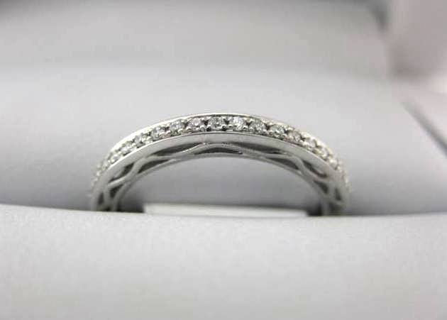 B1585 - White Gold La Vie Women's Wedding Band