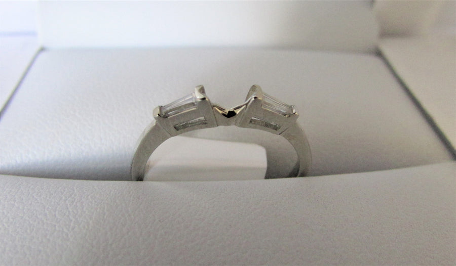 F2444 - 18 Karat White Gold Band