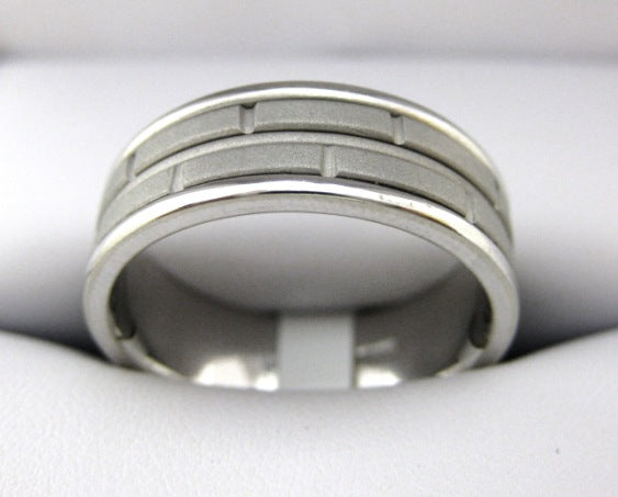 F2684 - 14 Karat White Gold Men's Wedding Band