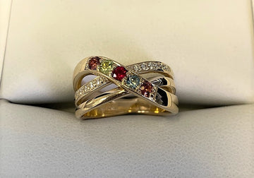 H1186 - 14 Karat Yellow Gold Custom Family Ring