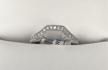 APB4657 - 18 Karat White Gold Fitted Band