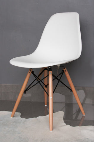 WHITE RETRO CHAIR
