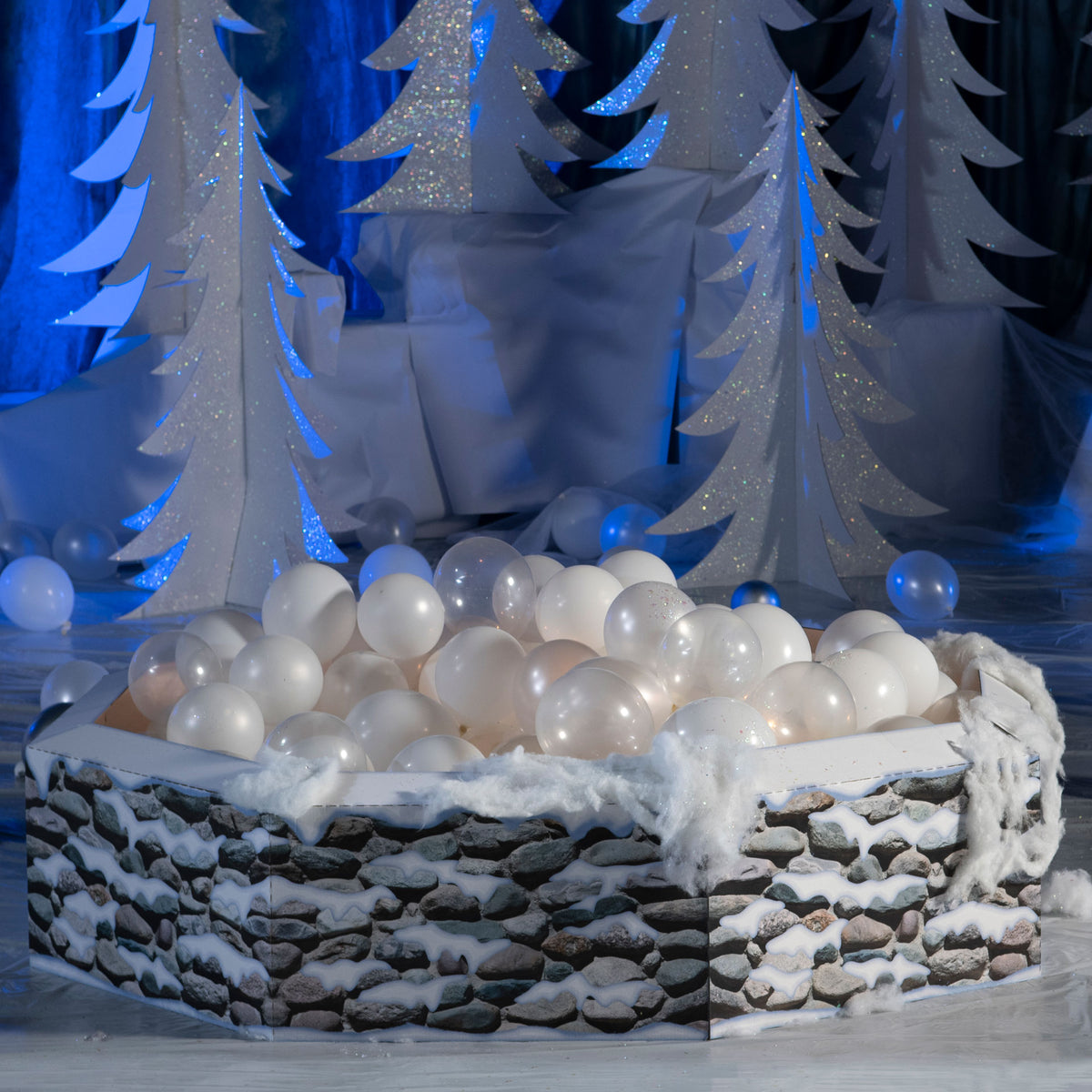 2 ft. Winter Wonderland Balloon Fountain