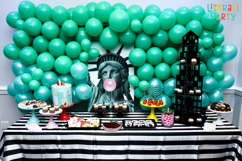 Statue of Liberty New York cake table