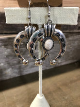 Load image into Gallery viewer, Earrings - $25.95