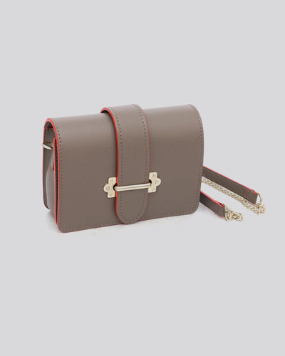 mini sac marron en cuir profil