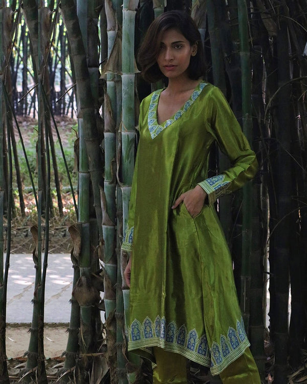 PARROT GREEN BLACKPRINTED MASHRU KURTI SET OF 2