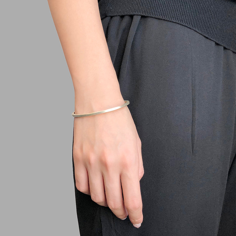 Loose Circle Sliver Bangle