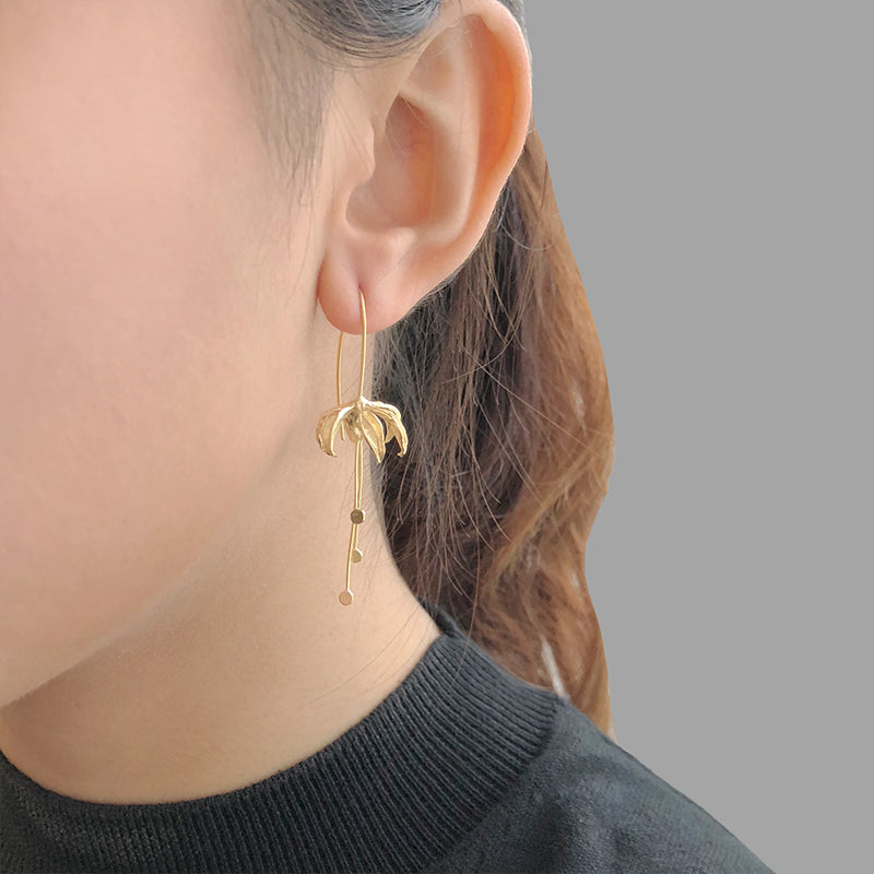 Eagle's Claw Gold Sterling Silver Pull-Thru Earrings