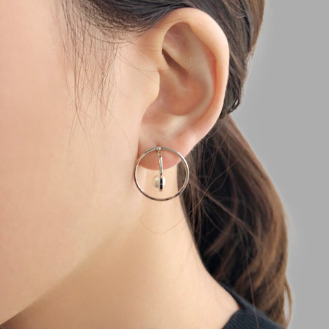 3D Cutout Circle With Pearl Sliver Pierced Earrings