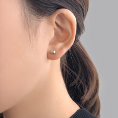 Cutout Sliver Circle With Pearl Chain Earring & Stud