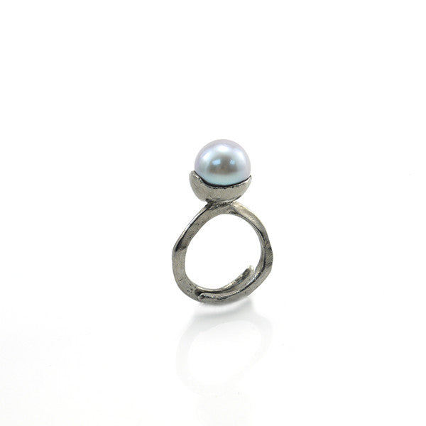 Big Pearl Black Ring