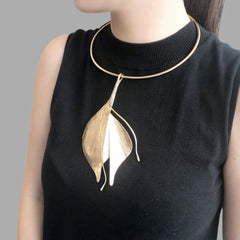 Collar Lily Gold Short Necklace