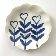 Load image into Gallery viewer, Love Grows Plate 15cm