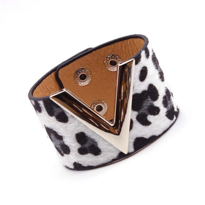 V - Leopard Charm Leather Bracelets, Wide Cuff Femme