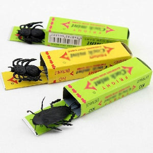 Funny Joke | Simulated Chewing Gum Cockroach Prank | Scary Toys For Children Kids | Interactive Toys For April Fool | Halloween Gift