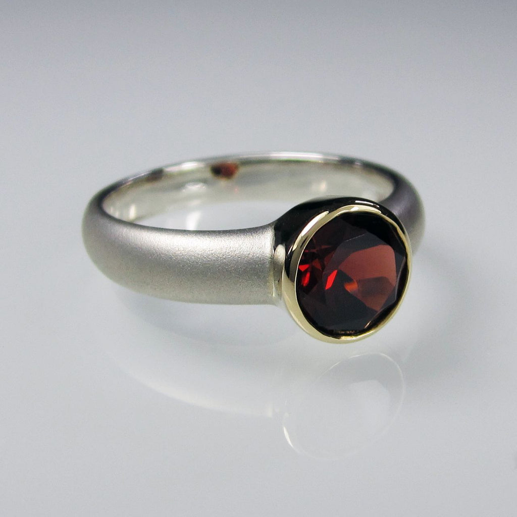Orah London Gold Aphrodite ring with Garnet