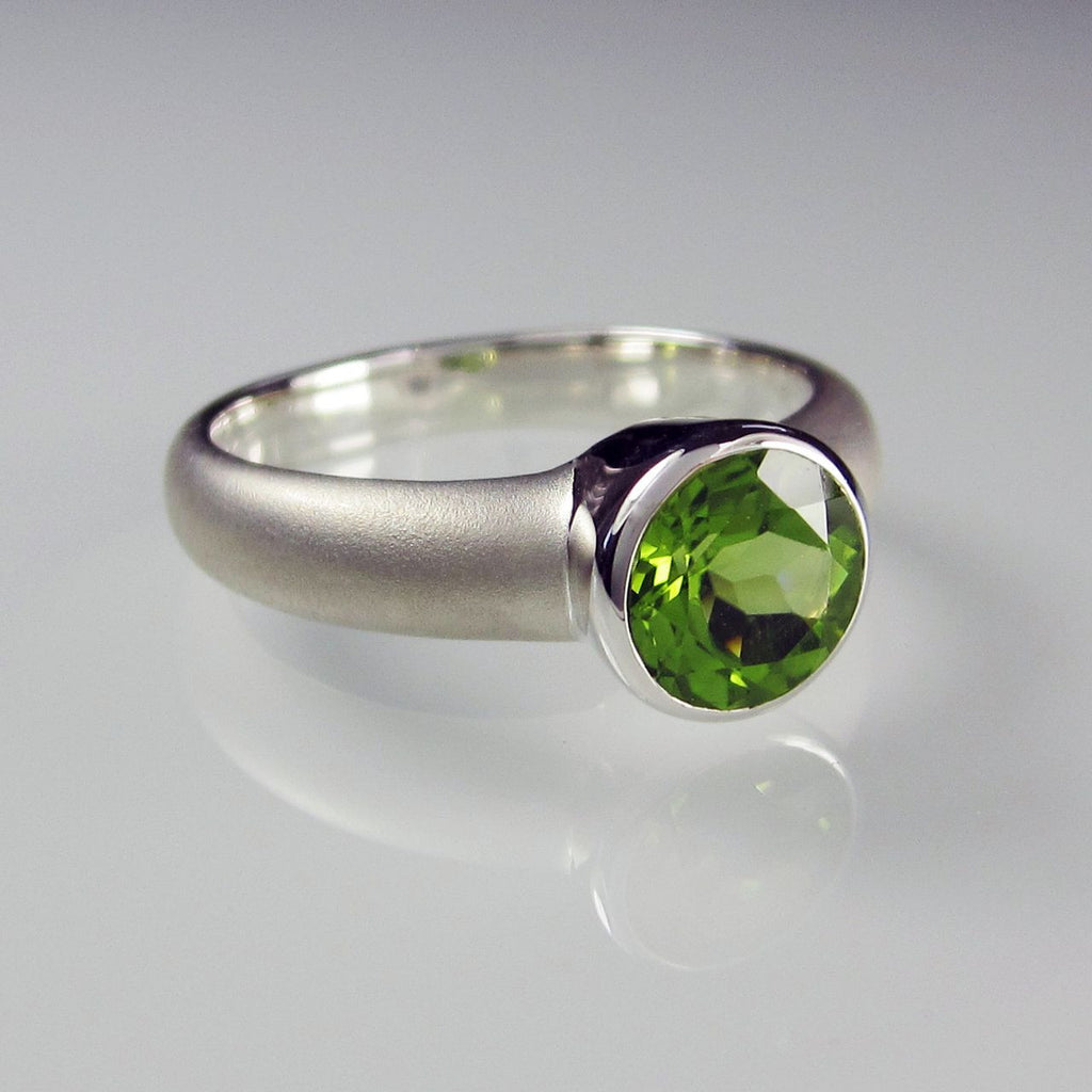 Orah London Silver Aphrodite ring with Peridot