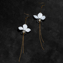 Load image into Gallery viewer, White orchid drip earrings