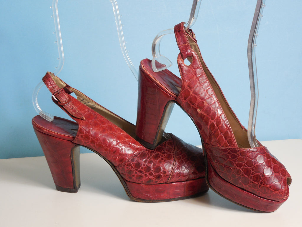 1940'S Vintage Red Leather Platform Sling Back Heels Size 7 1/2  Beautiful Condition