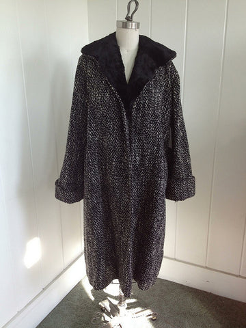 1950s Vintage Black and White Coat with Fur Collar