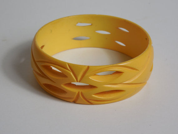 1930 1940 Bakelite Carved Cut Work Butterscotch Corn Color Bangle Bracelet