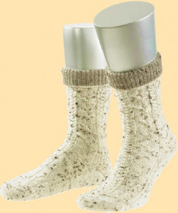 1136-0 - Traditional socks in natural tones