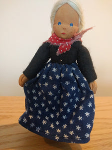 Lotte Sievers Hahn Hand Carved Trachten Doll 3