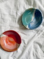 Load image into Gallery viewer, Daisy cooper ceramics jewellery dish.
