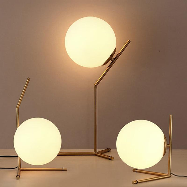 Drifting Globe Lamp