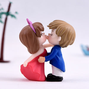 2Pcs/set Cartoon Action Figures Toys Kiss Lovers Miniatures Mini Figures Fairy Garden Dollhouse Decoration Micro Landscape