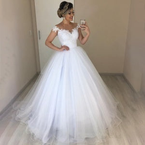 Women's White Wedding Dress Elegant V-Neck Bride Dress Floral Lace Maxi Dress Floor Length High Waist Sleevelss Big Swing Gauze Dress