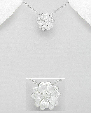 925 Sterling Silver Flower Pendant & Chain - The Silver Vault UK