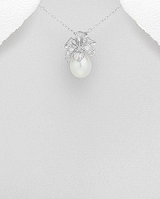 925 Sterling Silver Stone Set Flower Pendant Decorated With Fresh Water Pearl - The Silver Vault UK