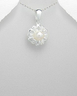 925 Sterling Silver Pendant Set with a Single Cultured Freshwater Pearl - The Silver Vault UK