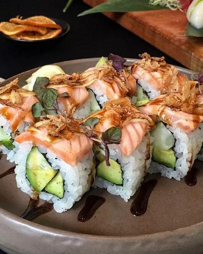 Aburi style torched salmon & crispy shallots on top of sushi pieces filled with salmon & cucumber. Served with mayo & sweet soy reduction.