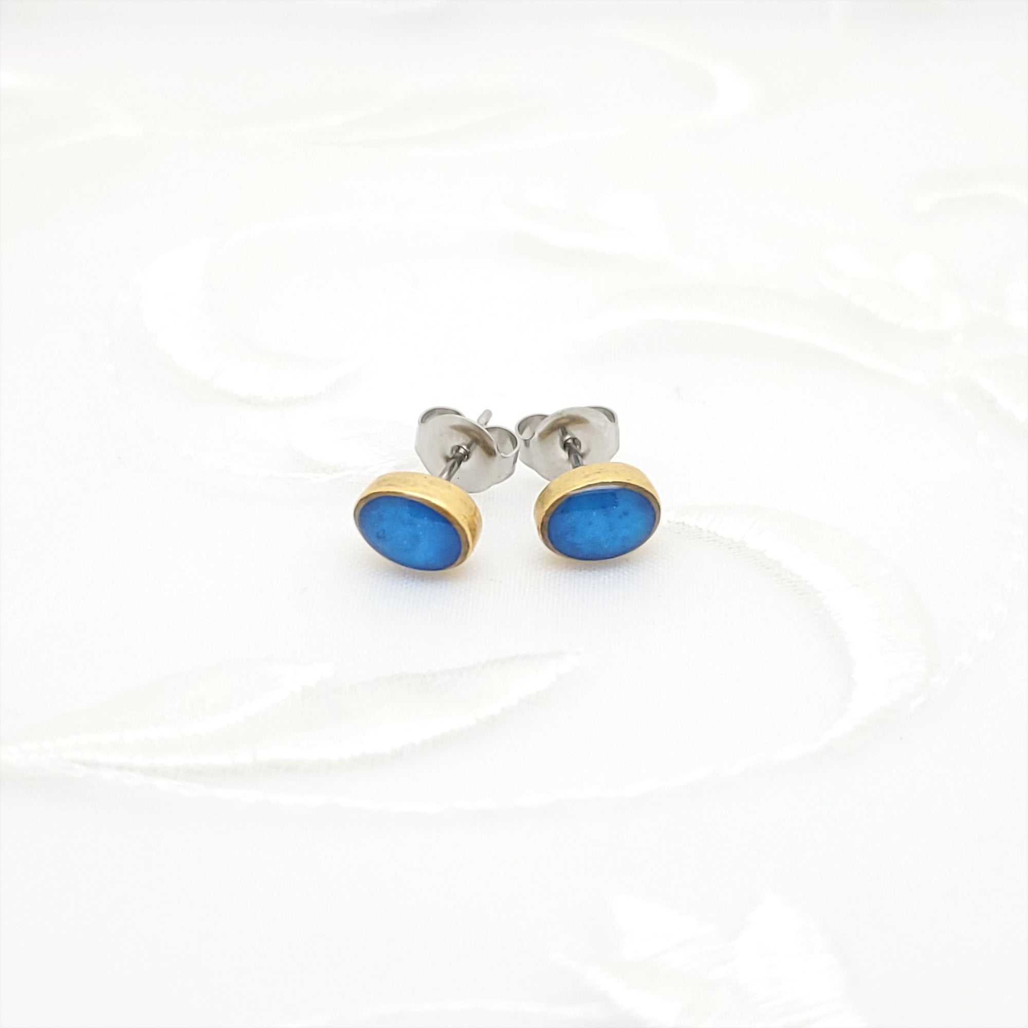 Antique Gold Oval Stud Earrings with Pearlized Cobalt Blue Resin