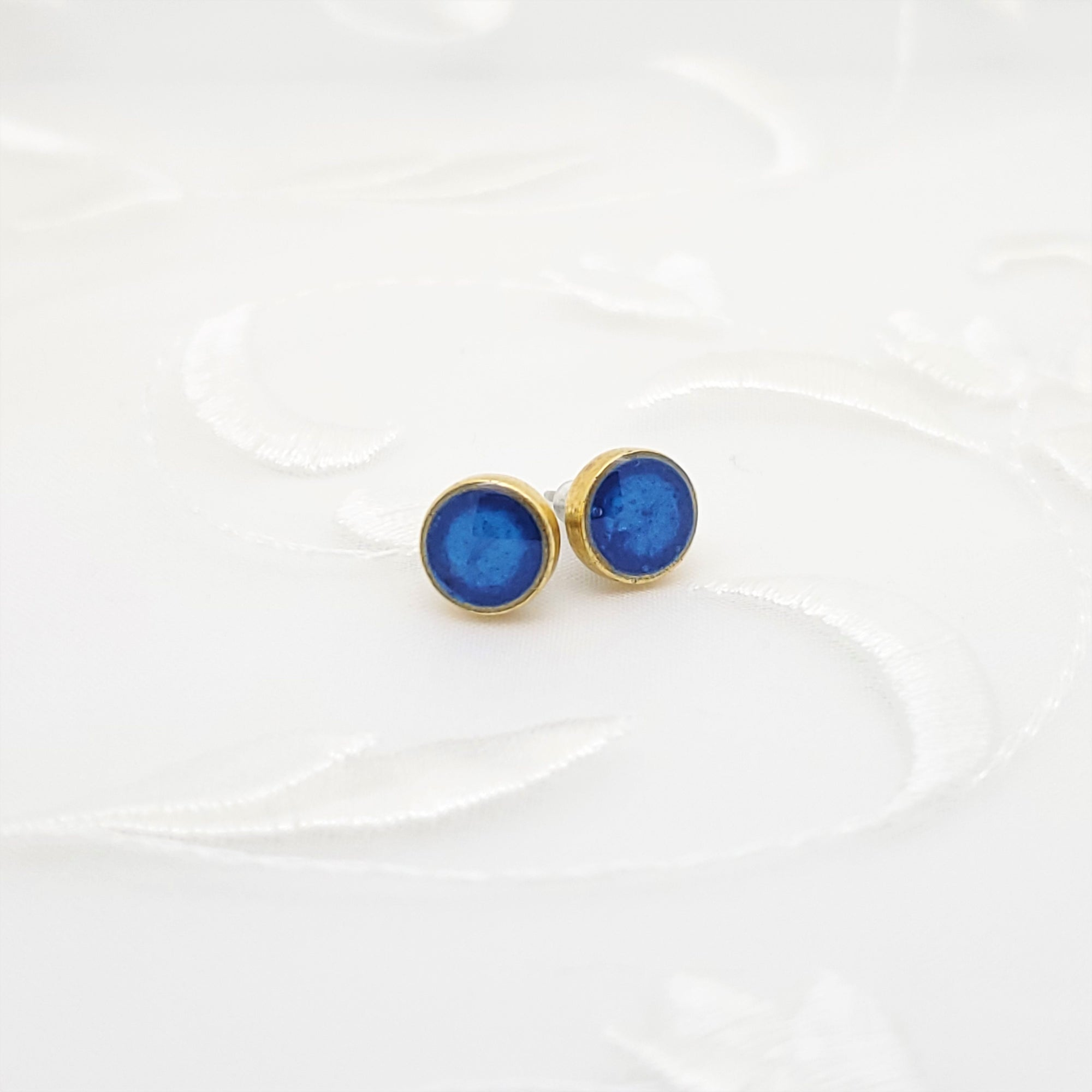 Antique Gold Round Stud Earrings with Pearlized Dark Blue Resin