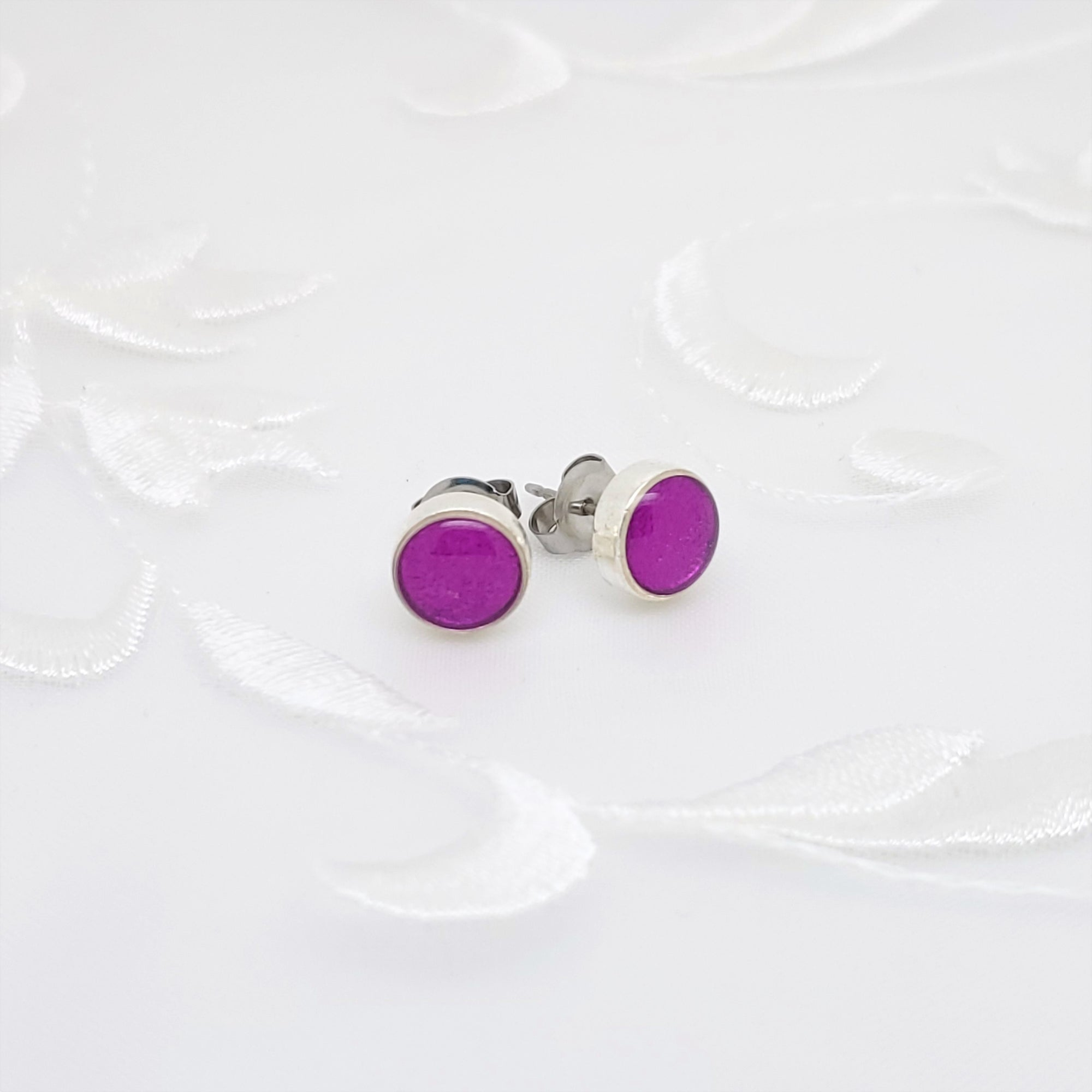 Antique Silver Round Stud Earrings with Transparent Fuchsia Resin