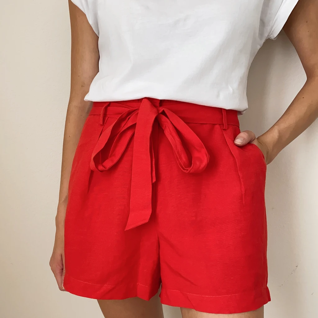 Holtz Linen Shorts in Red