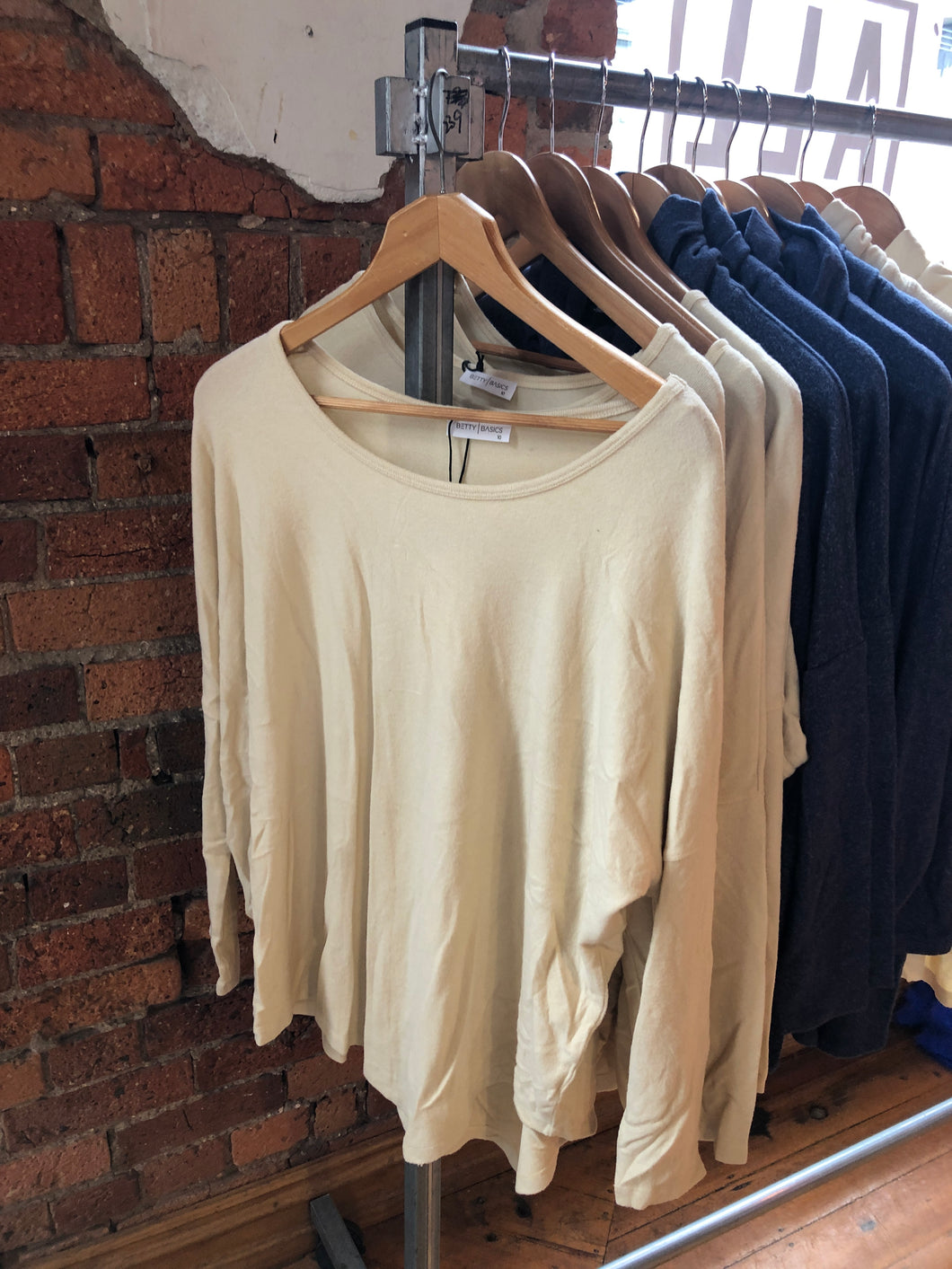 BASIC CREAM TOP