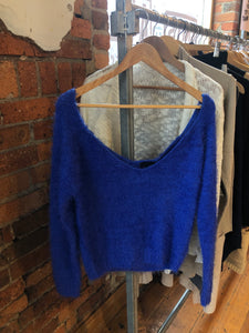 COBALT BLUE FUZZY CROP KNIT