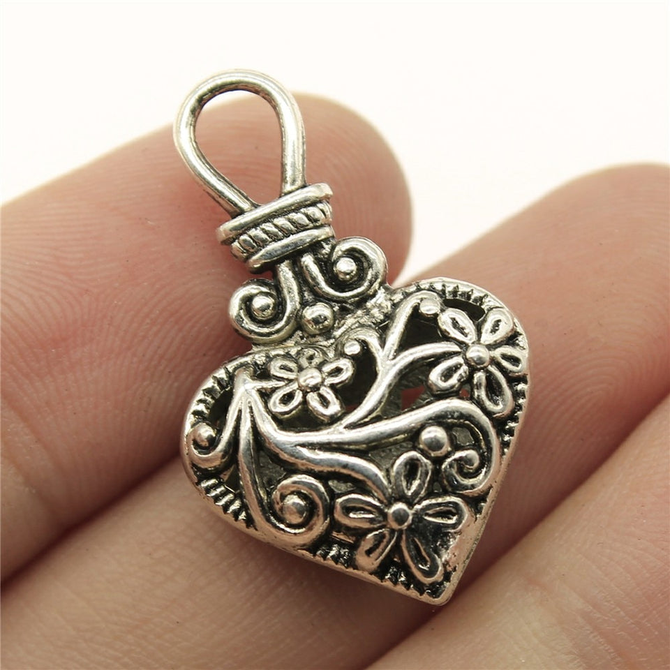 Heart Charm Hollow Flower Pattern