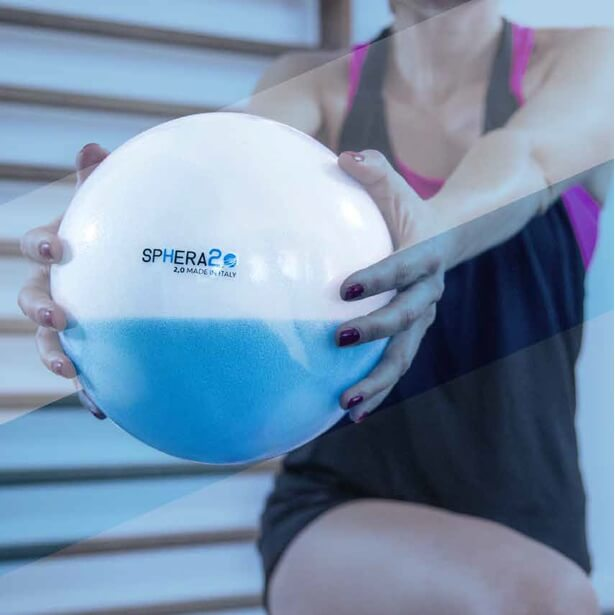 woman building core strength with SPHERA2.0 water filled medicine ball