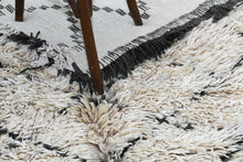 Load image into Gallery viewer, Beni Ouarain berber rug - BW 361 - 355x190 CM
